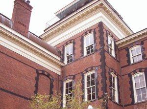 Calhoun Mansion exterior.